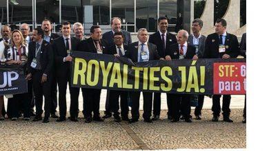 Photo of Prefeitos do Vale do Piancó protestam em frente do STF, em Brasília
