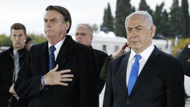 Photo of Ao lado de Netanyahu, Bolsonaro faz oração no Muro das Lamentações