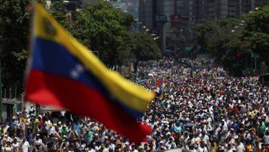 Photo of Manifestantes contra e a favor de Maduro saem às ruas na Venezuela