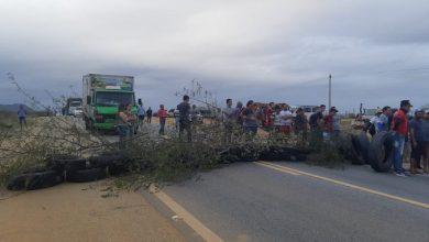 Photo of Motoristas de transporte alternativo interditam rodovias da Paraiba nesta terca feira-6