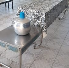 Photo of Vereador diz que sem bebedouro alunos tem de beber água em caldeirão na Escola Adalgisa Teódulo, em Itaporanga, e pede solução ao governo para esse desleixo; Veja fotos e vídeo…