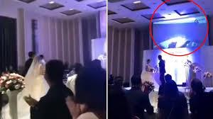 Photo of Danou-se: Durante casamento, noivo exibe em telão vídeo em que a noiva faz sexo com cunhado; Veja