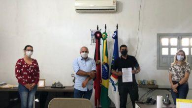 Photo of Município de Itaporanga empossa candidato aprovado em Concurso Público