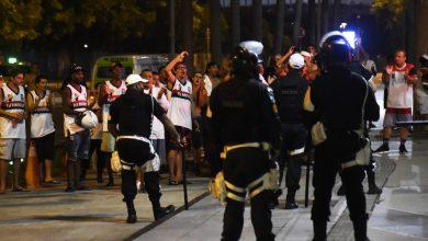 Photo of Torcedores do Flamengo protestam na porta do Maracanã após eliminação na Libertadores
