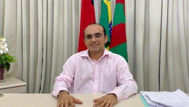 Photo of Prefeito paraibano abre mão do salário de R$ 18 mil para apoiar estudantes