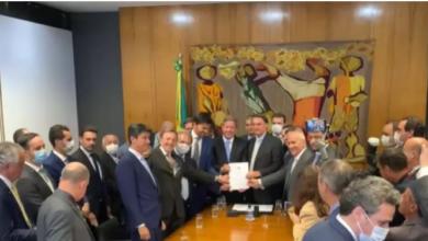 Photo of Bolsonaro entrega Projeto de Lei de privatização dos Correios à Câmara