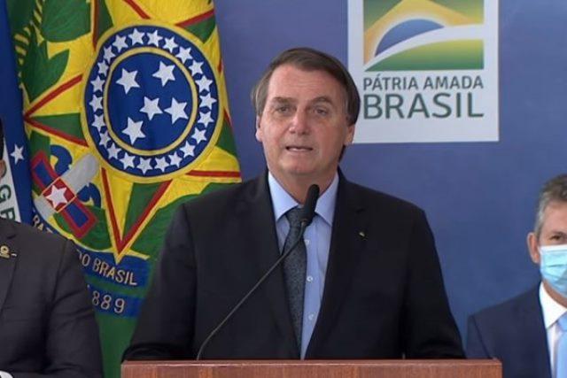 Photo of Bolsonaro entrega PEC que reformula Bolsa Família para R$ 400 ao Congresso