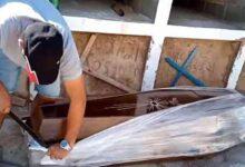 Photo of [VÍDEO] Vereador abre caixão com facão para provar que homem não morreu de Covid-19
