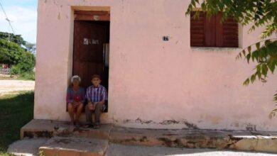 Photo of Justiça determina despejo de casal idoso que mora na mesma casa há 48 anos e caso gera revolta na cidade de Patos