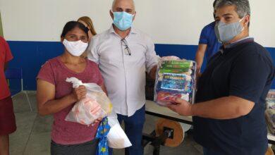 Photo of ASSISTA: Prefeito Divaldo inicia entrega de mais  600  kits alimentares para estudantes da rede Municipal de Ensino de Itaporanga