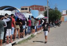 Photo of ASSISTA: Multidão de Jovens de 18 anos recebem primeira dose da vacina da Covid em Itaporanga
